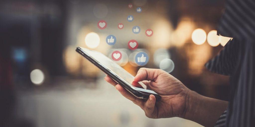 Digital Media Marketer Or Social Media Marketer 1024x512